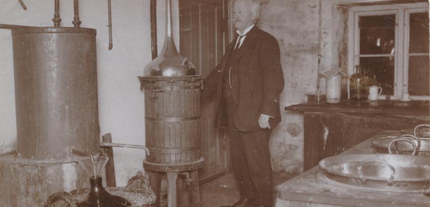 apoteker Jens Nordentoft i kælder