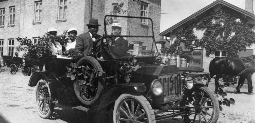 P.C.Davidsens bil ved Haslev St. 1917