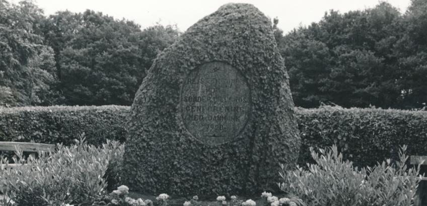 Faxe Ladeplads-stenen. Fra Faxe Kommunes Arkivers samling.